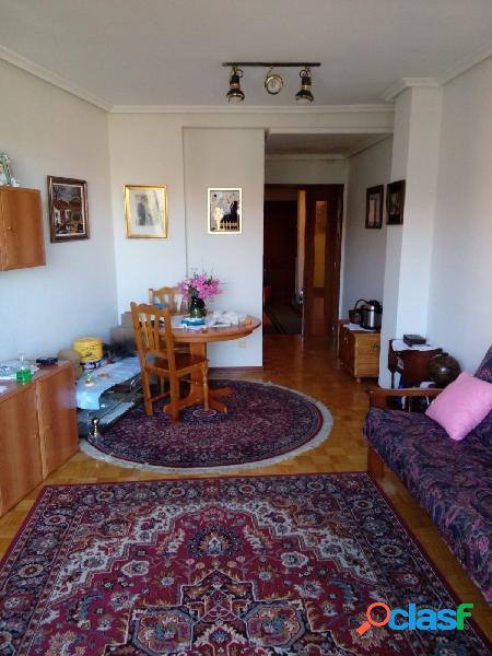 Se vende piso en el centro, amueblado, cocina, salón, 3