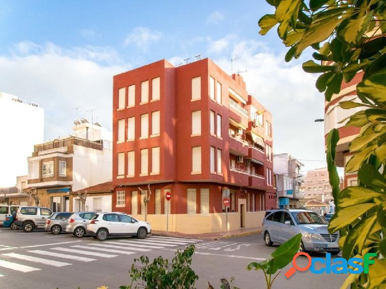 Se vende piso en la Calle San Julián en Torrevieja