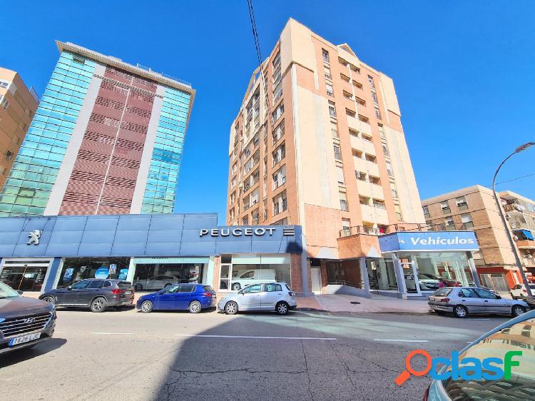 Se vende piso en zona Plaza Alicante y Paseo Alfonso XXIII