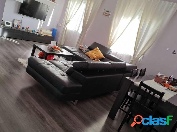 Se vende piso reformado en Avda/ Pérez Galdós