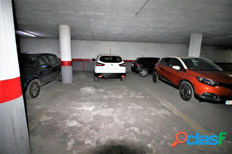 Se vende plaza de parking para dos coches.