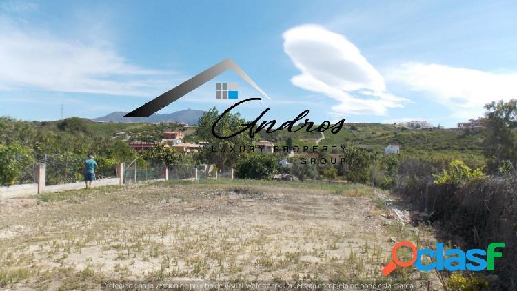 Se vende una finca de 3300 m2 en San Luis de Sabinillas,