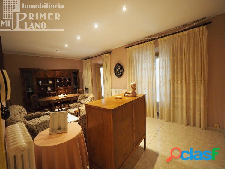 Se vende vivienda de 2 plantas en calle Doña Crisanta con