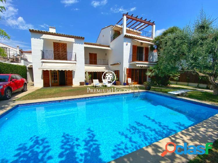 Señorial casa con piscina a la venta en el Vinyet a dos