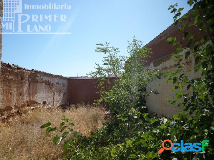 Solar en calle Amparo, junto a calle Alcazar, con 246 m2 de