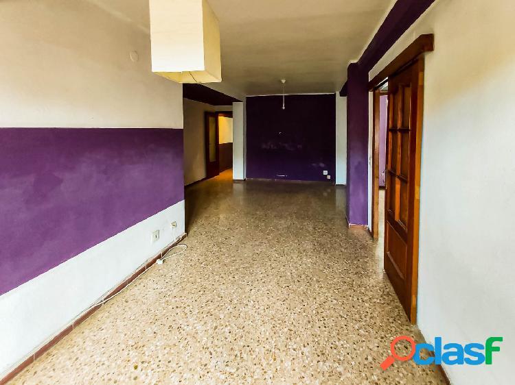 Vendo piso para reformar en la mejor ubicación de