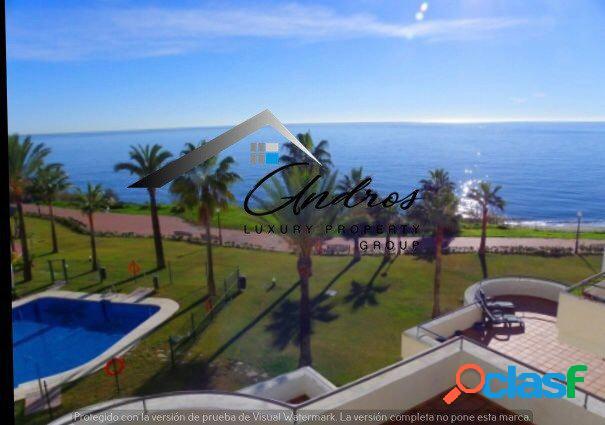 Venta ático con vistas al mar de 4 habitaciones en primera