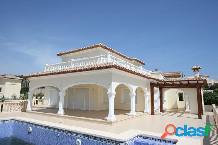 Villa de 5 dormitorios y 2 baños cerca del golf en Javea