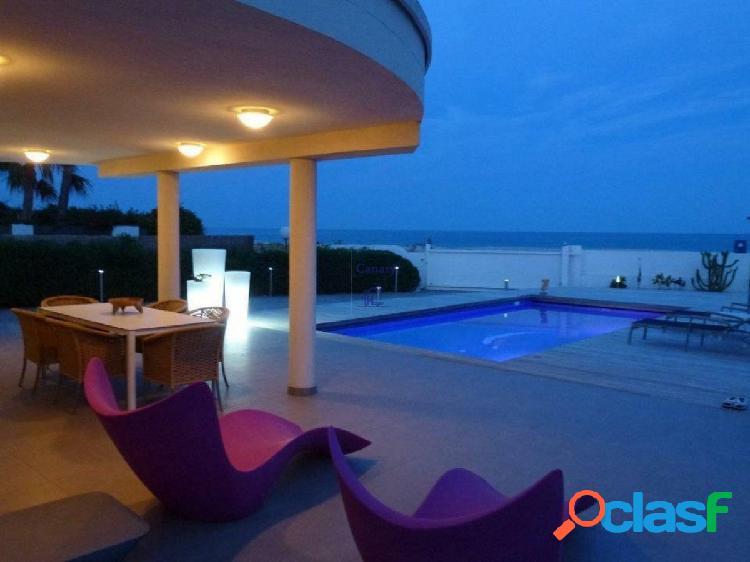 Villa de Lujo en Alcoceber en la primera linea del mar!