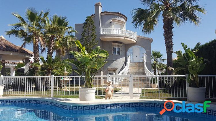 Villa de grandes dimensiones situado en una zona tranquila,
