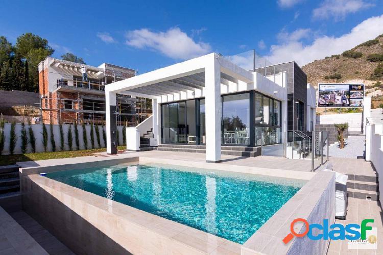 Villa de lujo de estilo moderno ubicada en Capistrano -