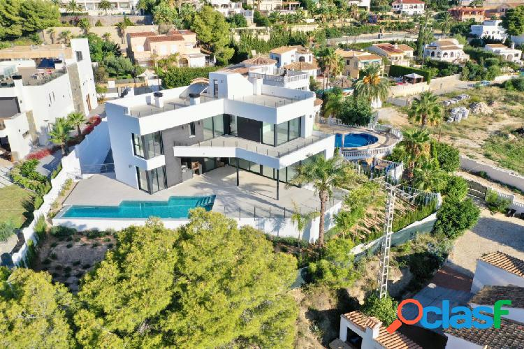 Villa de nueva construcción con vistas panorámicas al mar