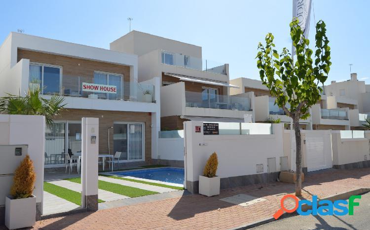 Villa de tres dormitorios en venta en Lo Pagán