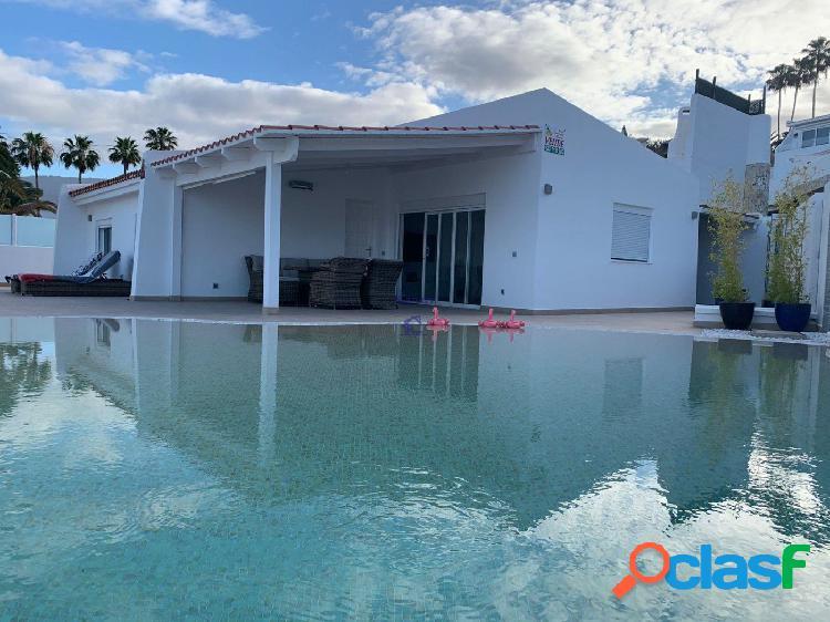 Villa moderna e independiente vistas al mar, en venta San