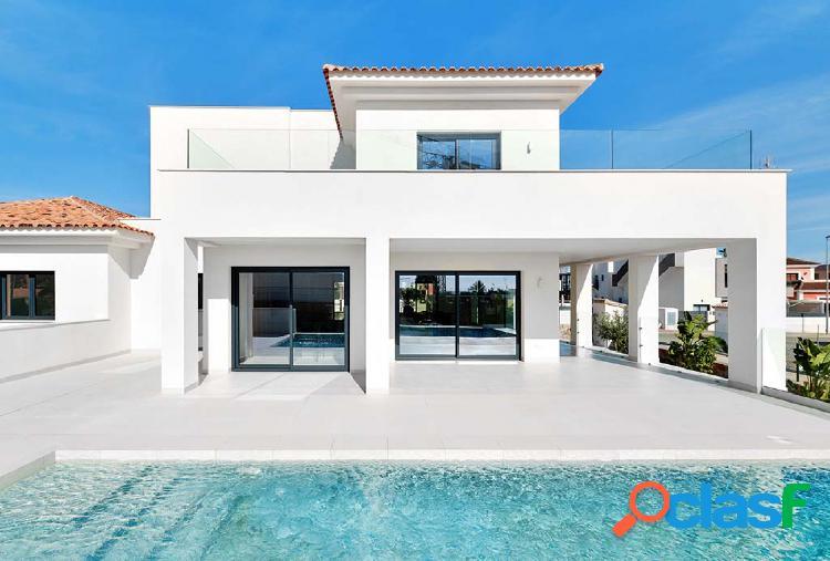 Villa moderna y de lujo de 4 dormitorios en Los Montesinos