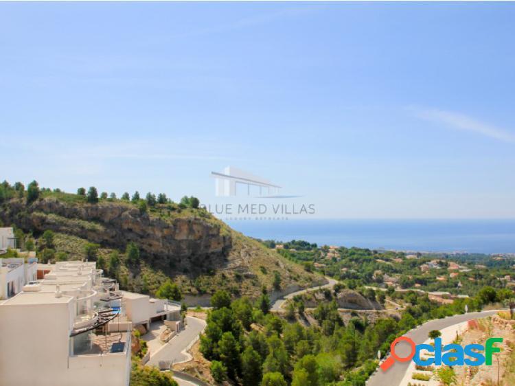 Villa pareada de obra nueva con vistas al mar en venta en