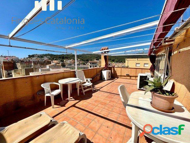 Casa de pueblo con 5 habitaciones y 2 terrazas en Sant Feliu
