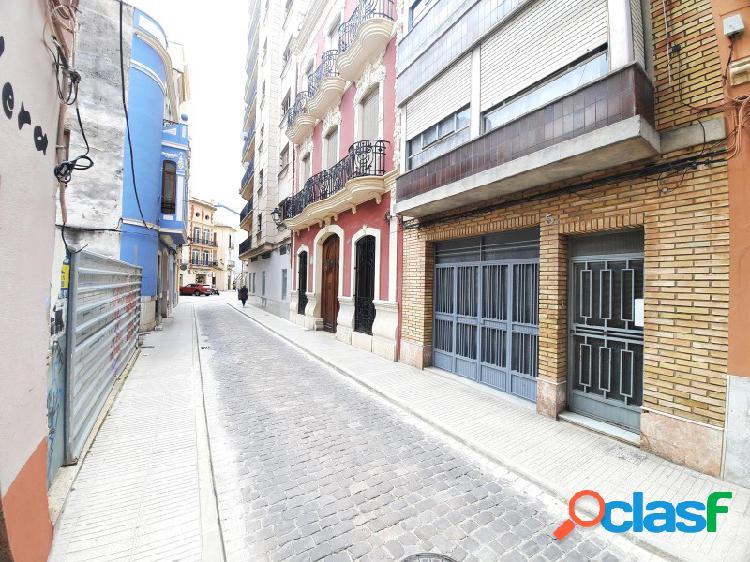 Local amplio o garaje al lado de la Plaza Mayor