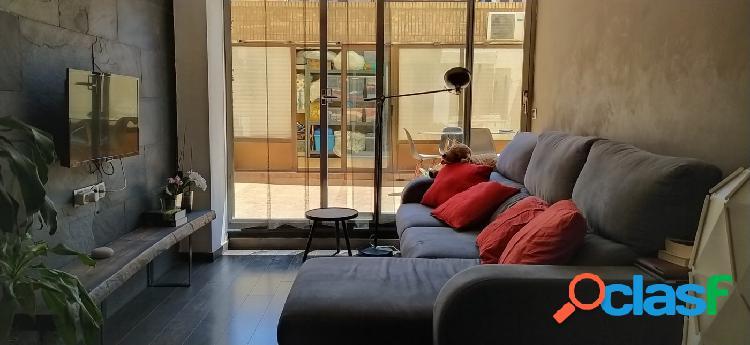 ¡Precioso piso con una amplia terraza!