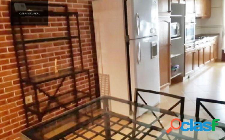 Excelente piso de 3 habitaciones y 2 baños, en pleno centro