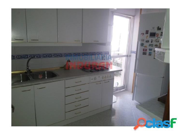 Piso de 106 m2 con 4 dormitorios, 2 baños, Navalmoral de la