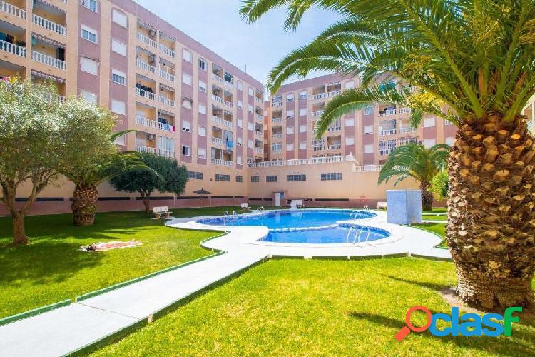 Se vende apartamento con gran piscina!!!!