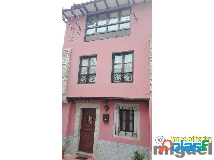 Se vende casa de piedra con patio/terraza en el centro de
