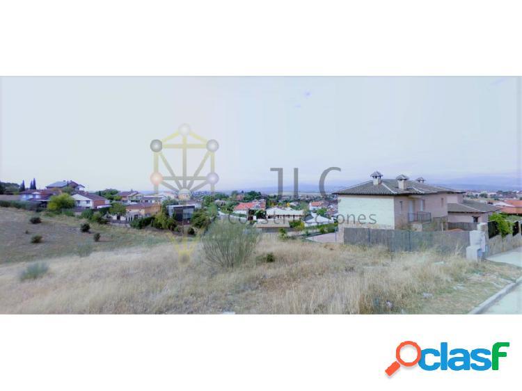 Excelente parcela con hermosas vistas en la urbanización el