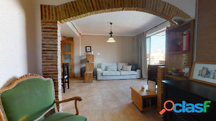 Luminoso piso en venta con amplio balcón, en el barrio de