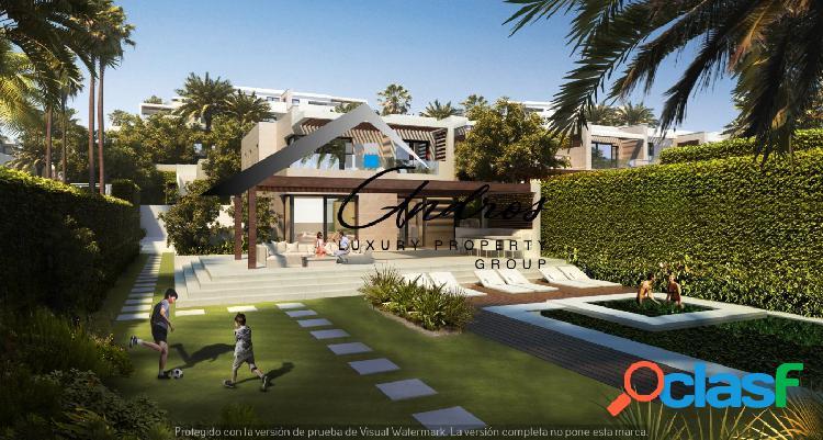 Villa moderna en primera línea de la playa en venta en