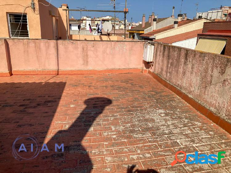 doble terraza y 3 habitaciones en el centro Pineda de Mar