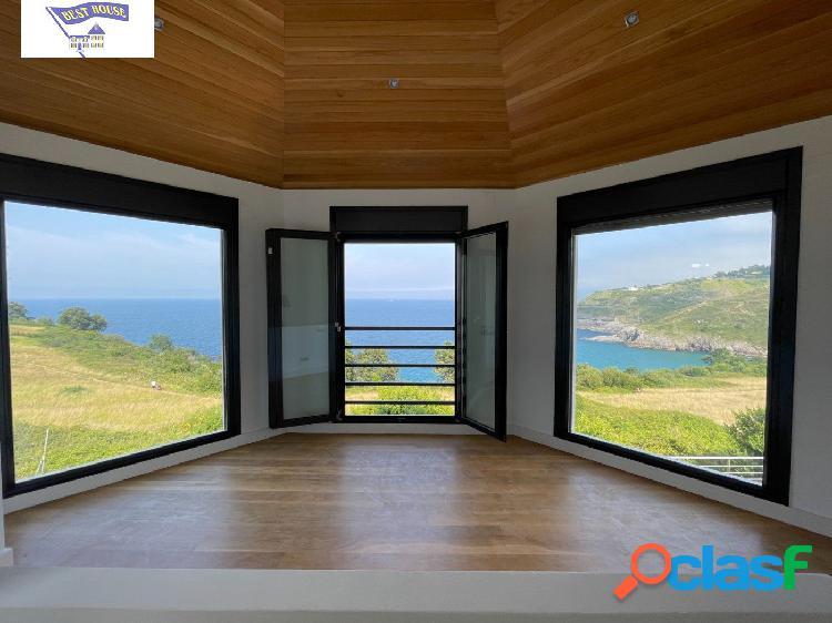 Casa independiente con impresionantes vistas al mar.
