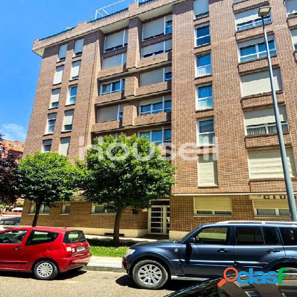 Piso en venta de 74 m² Calle María de Padilla, 34003