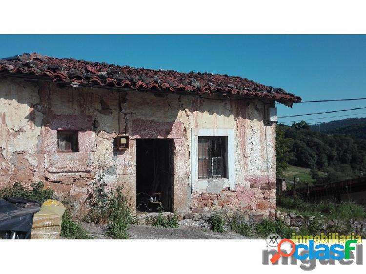 Se vende casa de piedra para rehabilitar con jardín en