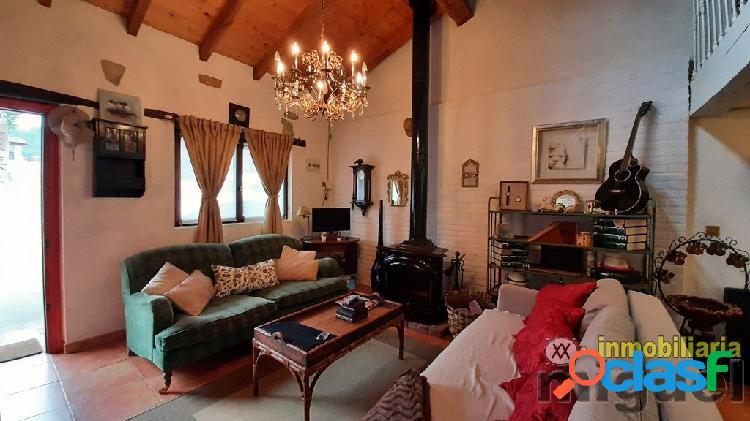 Se vende casa rehabilitada de piedra con terreno en Merodio,