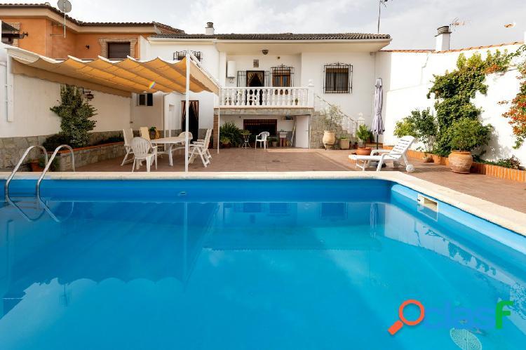 Casa con piscina independiente en Cijuela