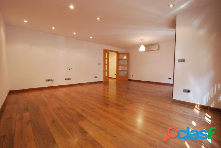 Estupendo y amplio piso de 4 dormitorios totalmente