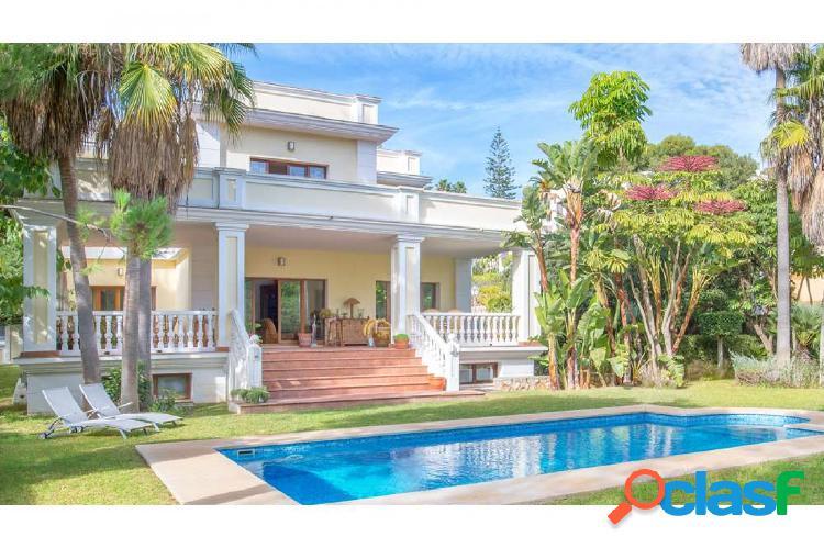 Maravillosa Villa en la Urbanización Las Chapas de