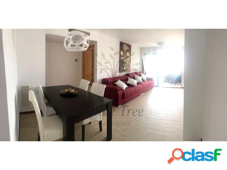 Se alquila bonito apartamento en Santa Eulalia.