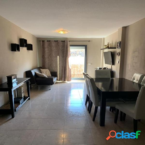 Se vende bonito piso de 2 dormitorios y garaje en el centro