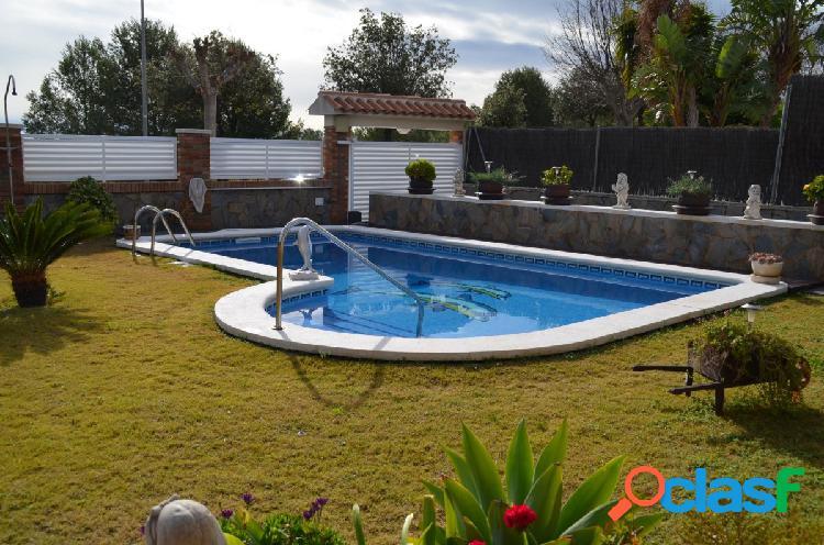 Chalet con piscina en la Urbanización la Bonanova