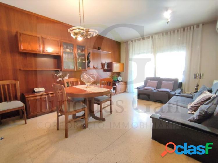 Manresa - Amplio piso de 4 habitaciones en el centro de