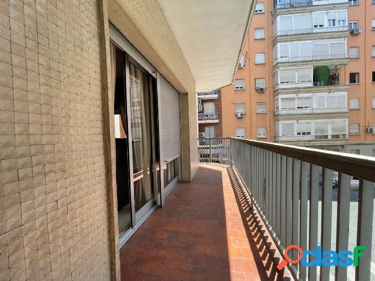 Se alquila magnífico piso en el centro de Granada