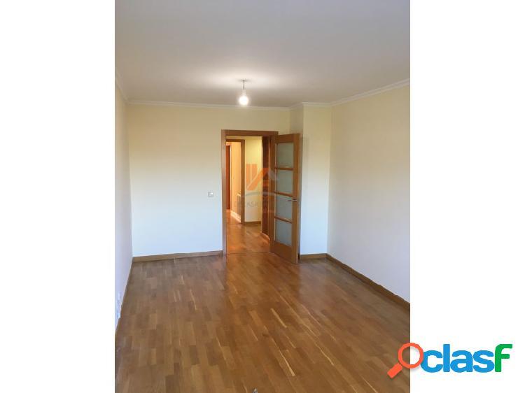 Se alquila piso de 3 habitaciones y 2 baños sin amueblar en