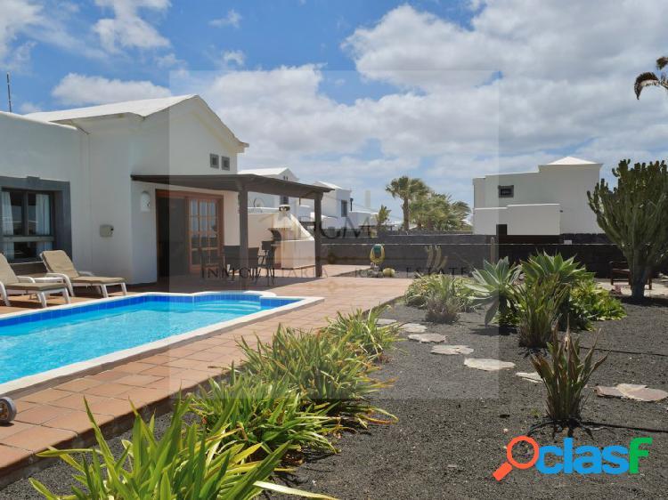 Villa independiente orientada al sur con licencia turística