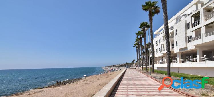Ático con vistas al mar y en primera línea de playa