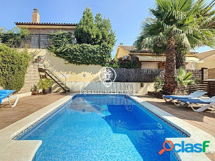Casa en venta con piscina y ascensor en Pineda de Mar