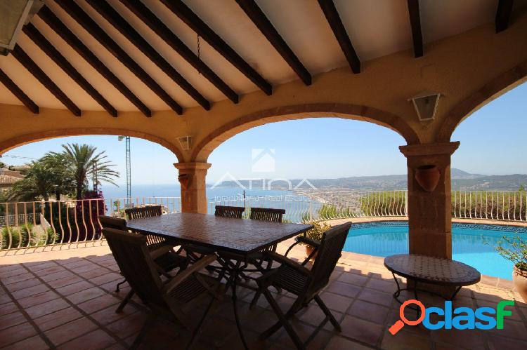 Excelente villa mediterránea con vistas al mar en la Cuesta