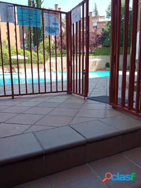 Piso en urbanización con piscina