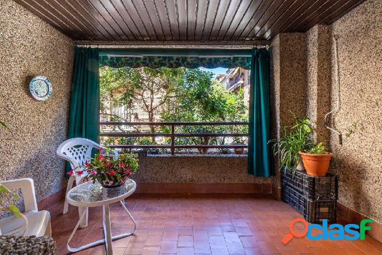 Estupendo piso junto a calle Alhamar!